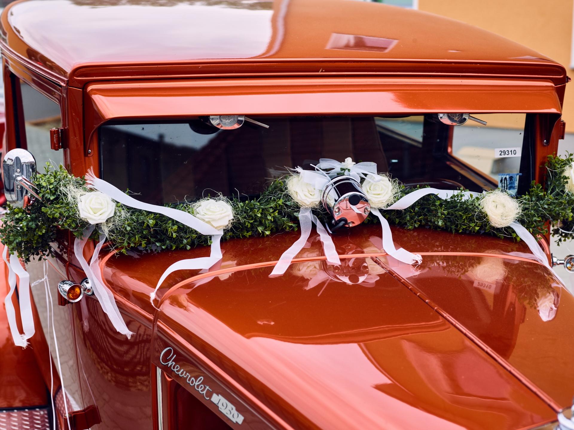 Hot Rod – Chevy 1932 mit Hochzeitsdekoration